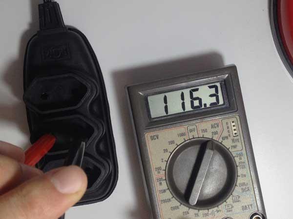 Medindo Tensão Alternada com um Multímetro