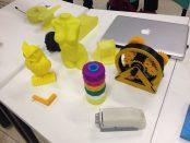 Diversos objetos impressos em impressoras 3D