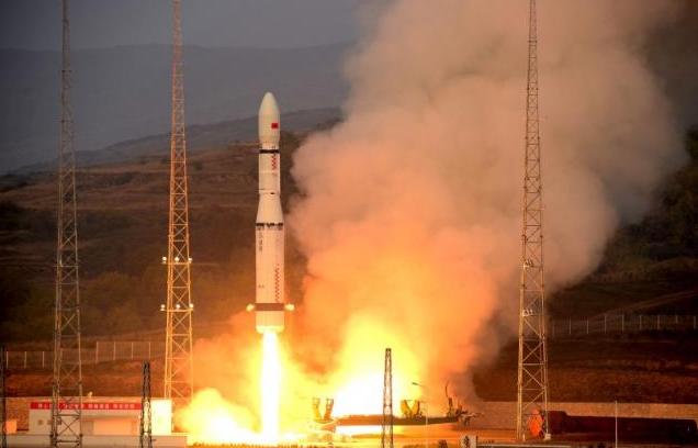 Chineses planejam enviar sonda para o lado escuro da Lua