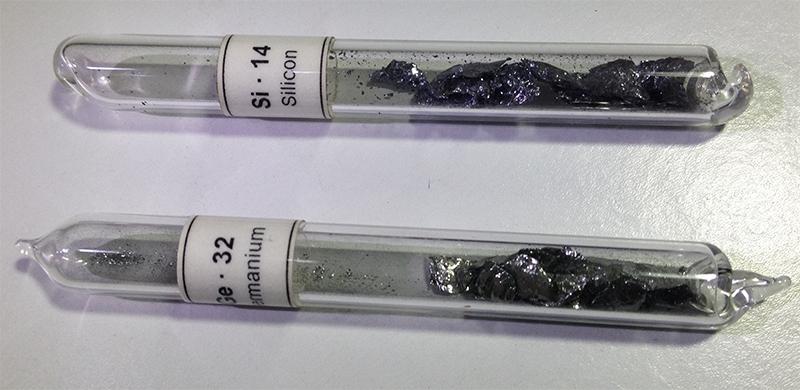 Materiais semicondutores - Germânio (Ge) e Silício (Si).