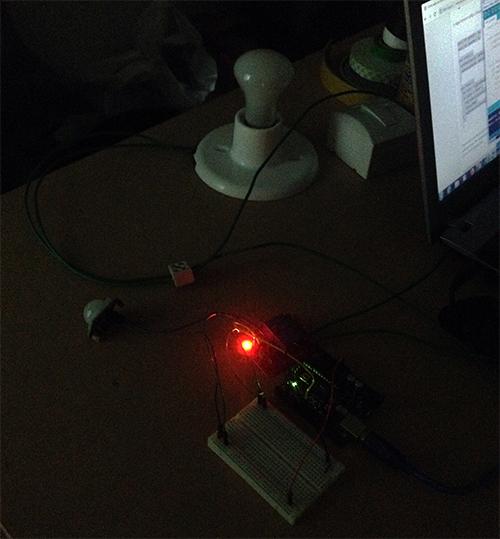 Sensor PIR acionando lâmpada com Arduino