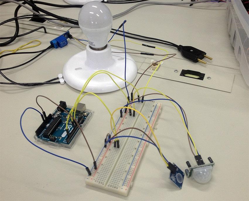 Automação Residencial com Arduino - Controle de Lâmpadas com sensores