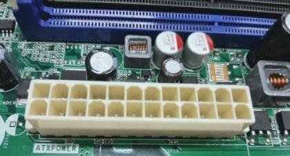 Conector de alimentação na placa-mãe para fontes ATX de 24 pinos