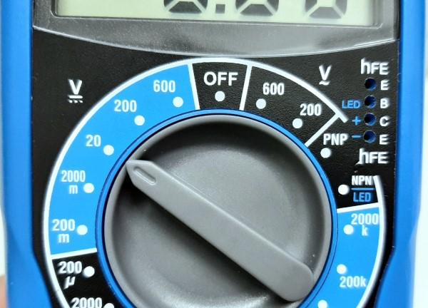 Posição no multímetro para teste de tensão elétrica em fonte ATX